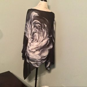 Tops - Gorgeous Flowing & Flowery Tunic Top